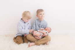newborn photographer for family